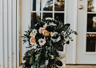 Dark_Romantic_Styled_Wedding-304