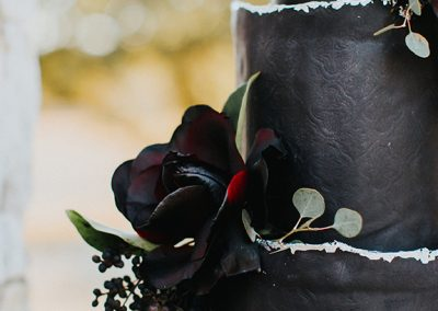 Dark_Romantic_Styled_Wedding-4